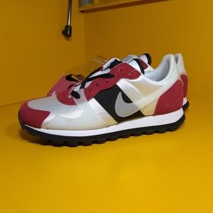 NEW Nike V-Love O.X. Chicago Size 6.5 Women's